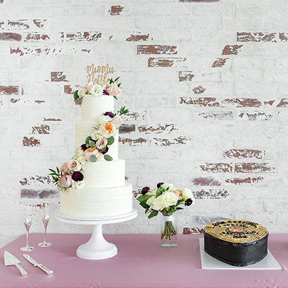 CakeTable_BridalAndGroomsCakes_ClassicWeddingCake_CustomGroomsCake_PoliceBadge_BadgeCake