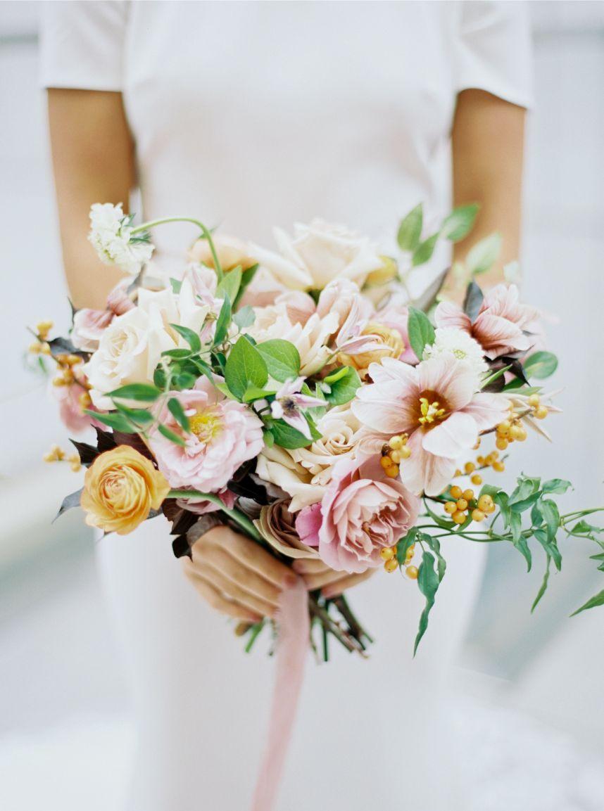 alba dahlia bouquet