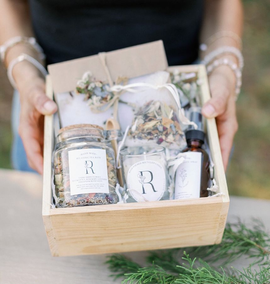 Eco-Friendly Gift Ideas for the Bride Who Loves Flowers